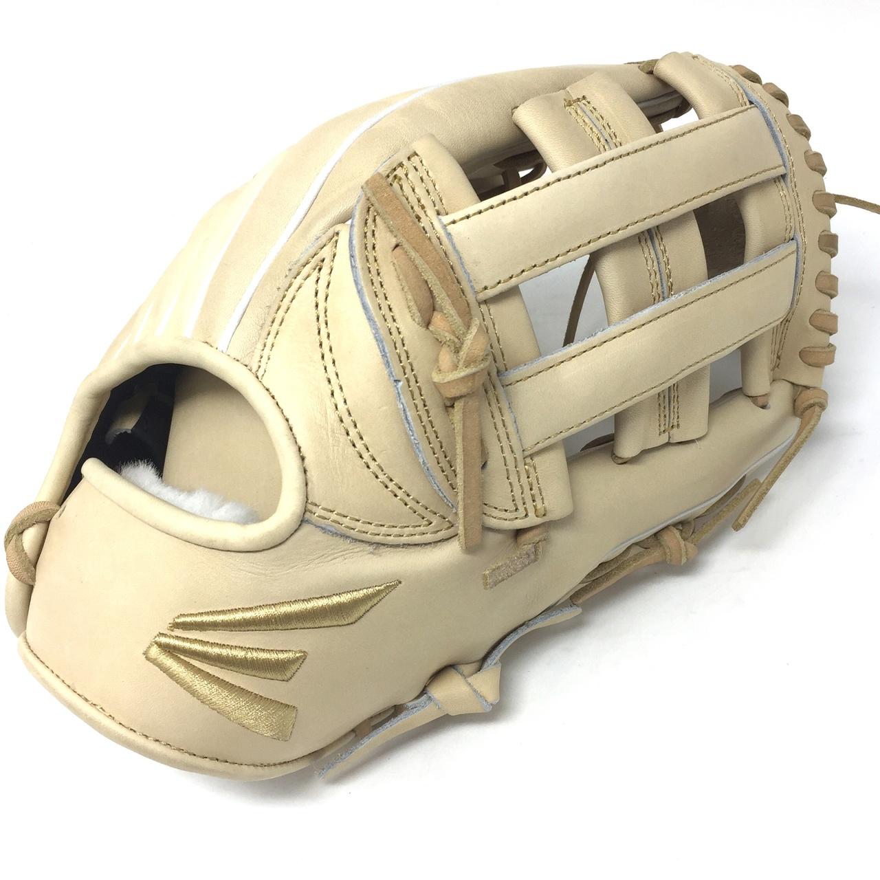 Easton's Small Batch project focuses on ball glove development using only premium leathers, unique designs and exceptional materials. Easton's passionate pursuit of superior craftsmanship allows them to innovate and experiment collaboratively with world-renowned tanneries and master pattern makers.