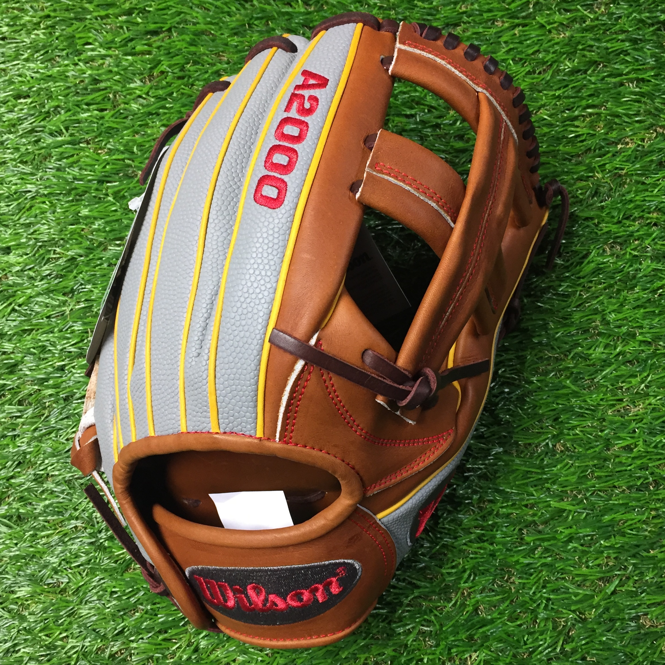 Wilson A2000 DP15 GM 11.75 inch. Pedroia model, Single Post Web.