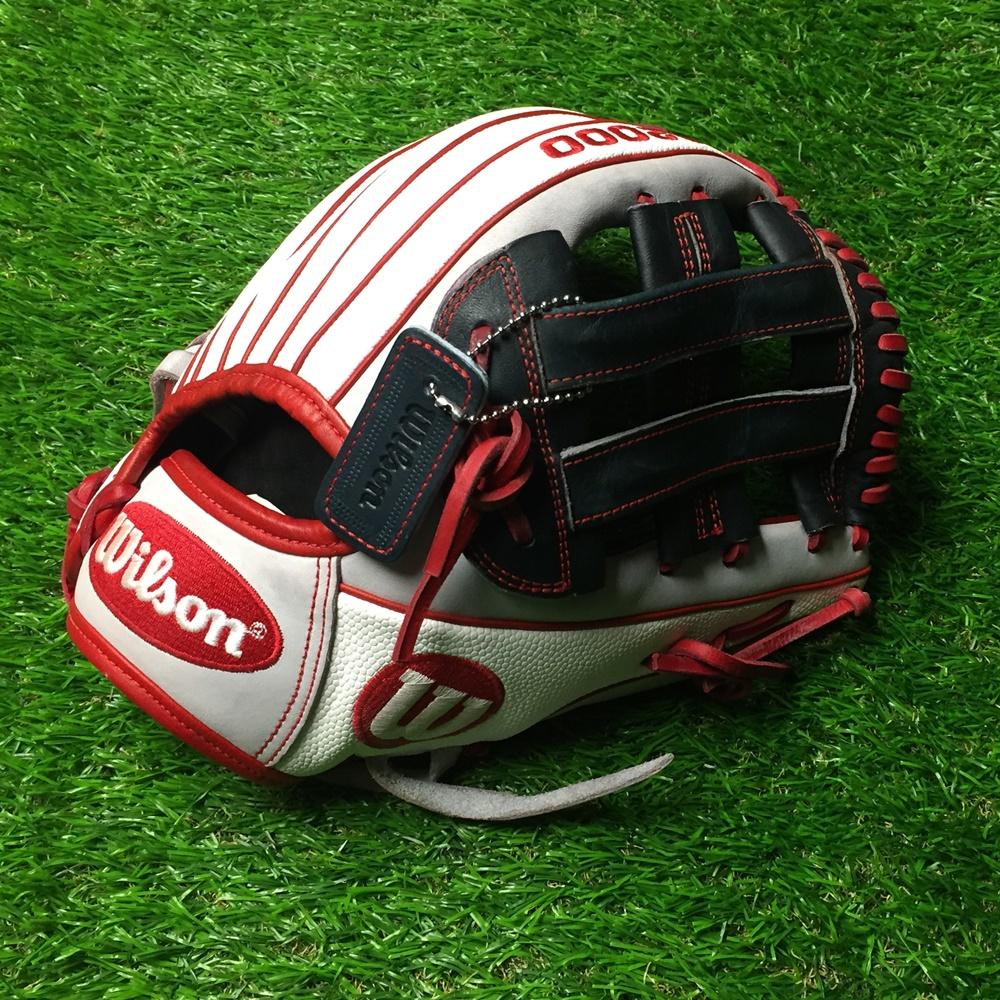wilson-a2000-softball-glove-sr32-used-12-inch-right-hand-throw WILSON-0002   <p>Wilson A2000 OT6 Used baseball glove right hand throw OT6 12.75